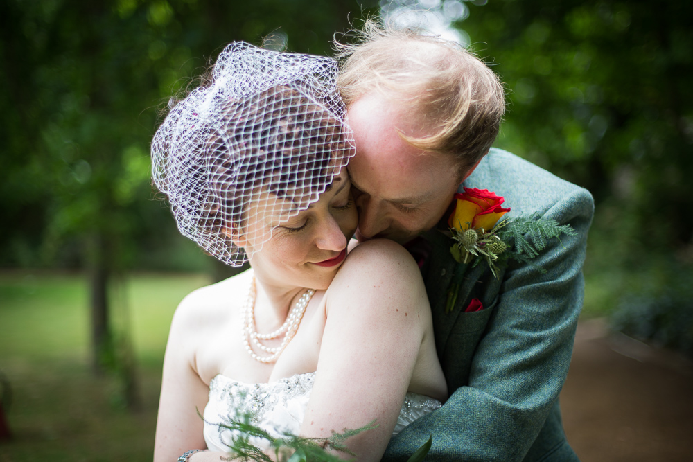 bride and groom cuddling in Oxford wedding