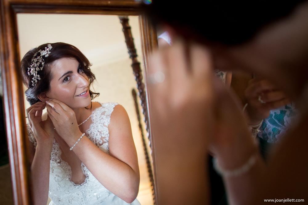 bride putting on her earings