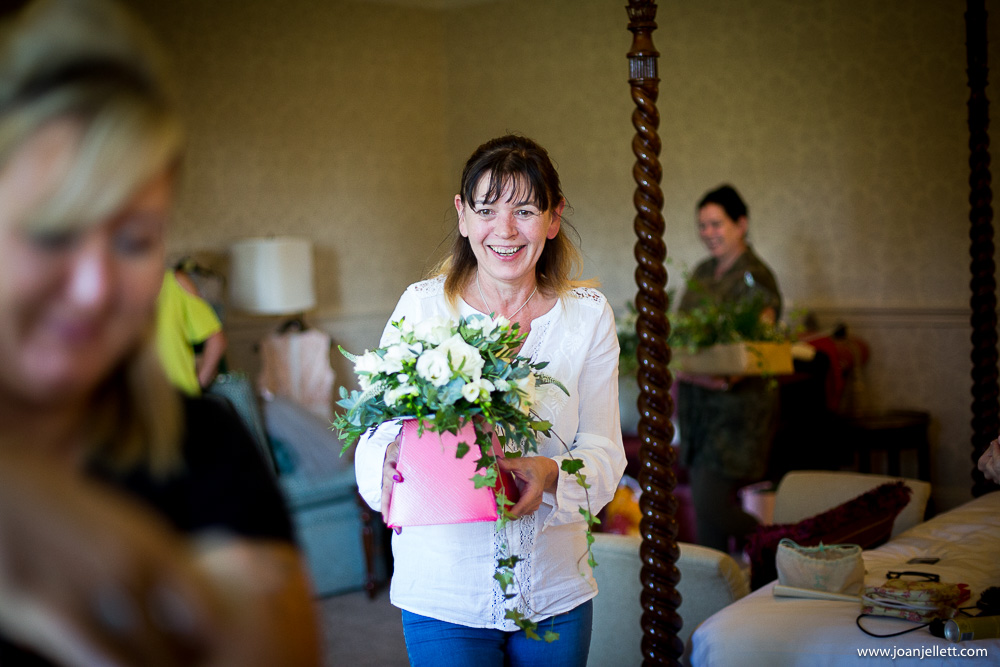 Flower lady bringing the flowers to the bride