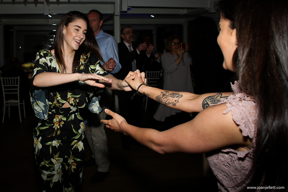2 girls dancing