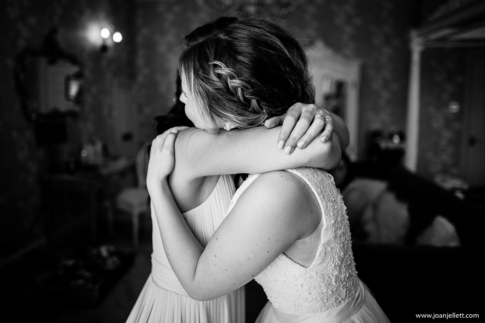 bride and her friend hugging
