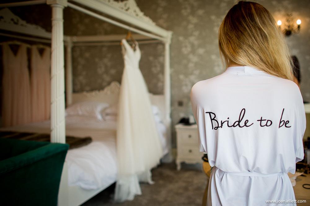 bride in her bridal suite