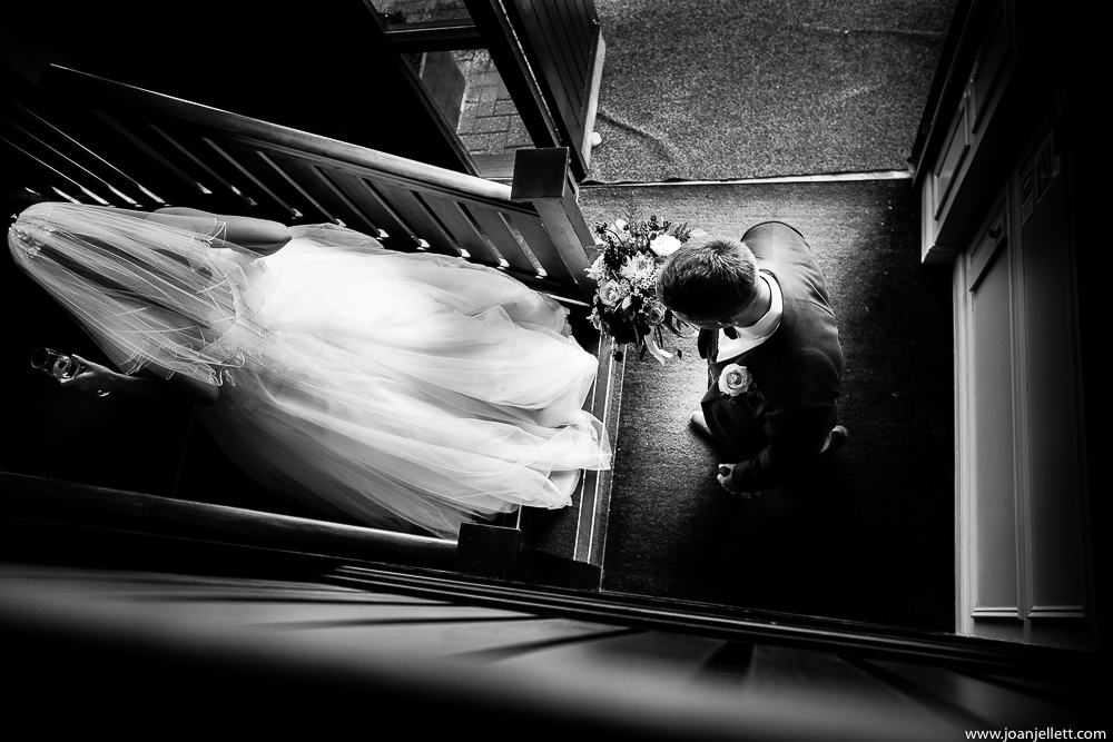 bride and groom walking up picture of Essendon country club