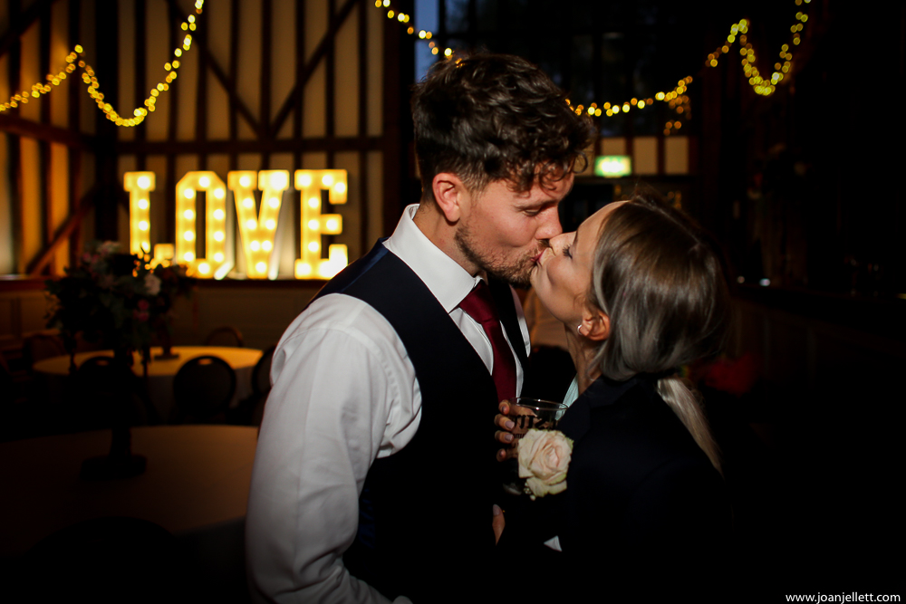 guests kissing at Essendon country club wedding photography