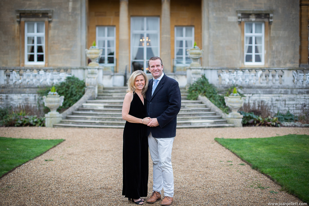Couple holding hand at the Luton Hoo