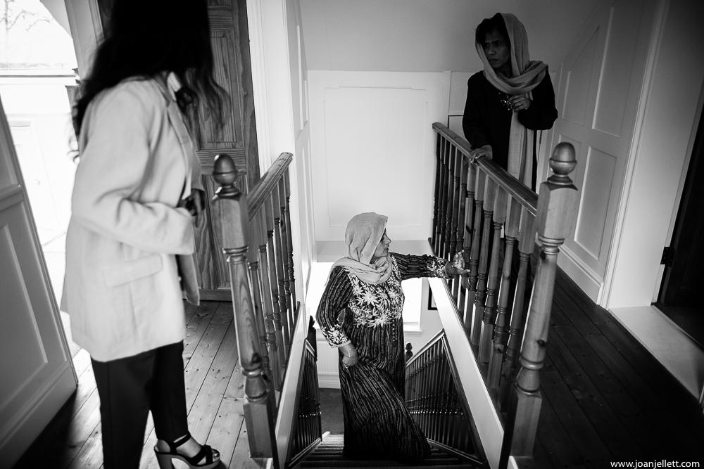 women preparing the bride