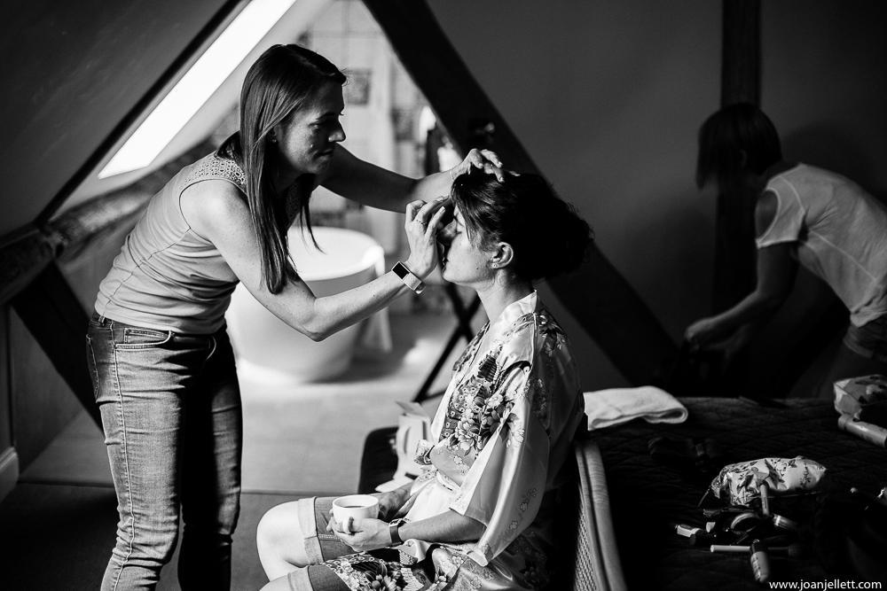 sister of bride doing her makeup